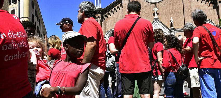 20180707 magliette rosse manifestazione roma c imagoeconomica